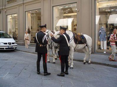 POLICE MONTEE EN ITALIE