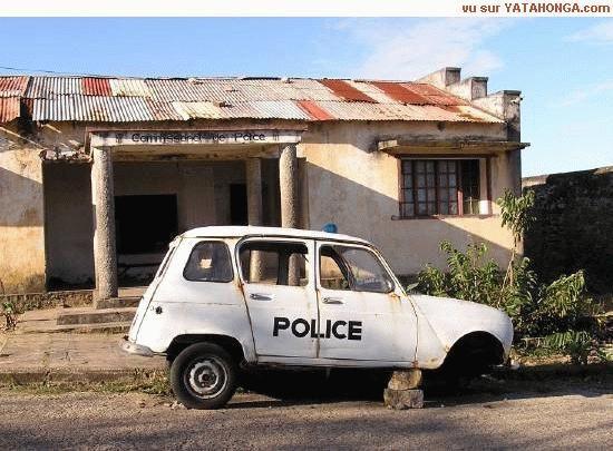EX COMMISSARIAT DE POLICE EN BROUSSE